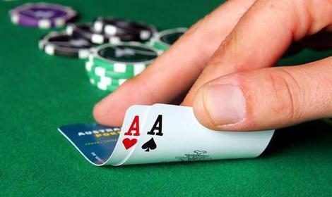 « Nouvelle donne » à droite : une partie de pokermenteur.